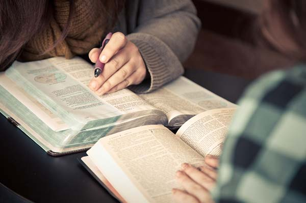 Life-Church-Maximise-Life-Bible-College-Intentional-Discipleship-Bible-Study-Two-People
